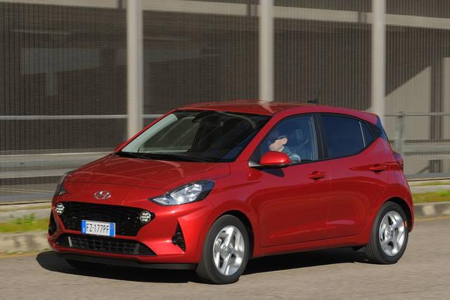 Prova Hyundai i10 scheda tecnica opinioni e dimensioni 1.0 MPI Tech