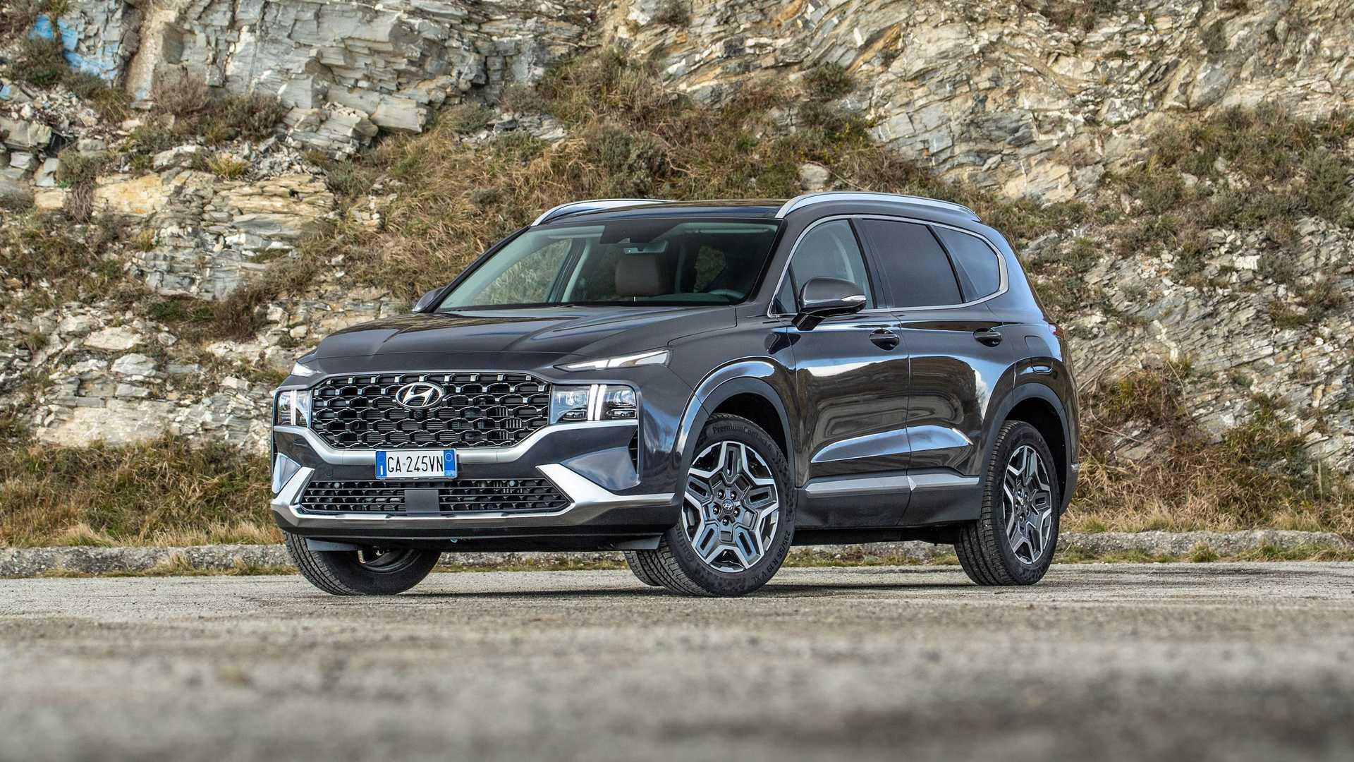 Nuova Hyundai Santa Fe arriva in Italia con una serie speciale a 7 posti