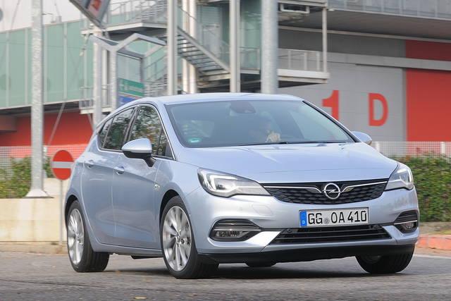 Prova Opel Astra scheda tecnica opinioni e dimensioni 1.2 Turbo 130 CV Business Elegance