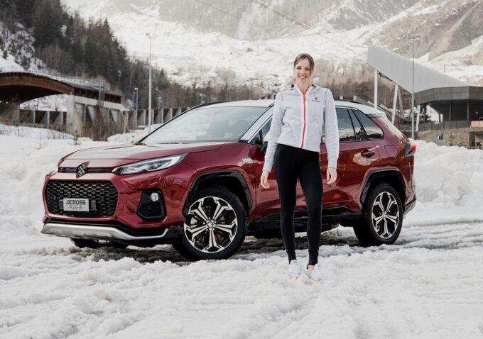 Suzuki Across Plug-in, l'ibrida a trazione integrale con Carolina Kostner sul ghiaccio: video, foto, prezzo