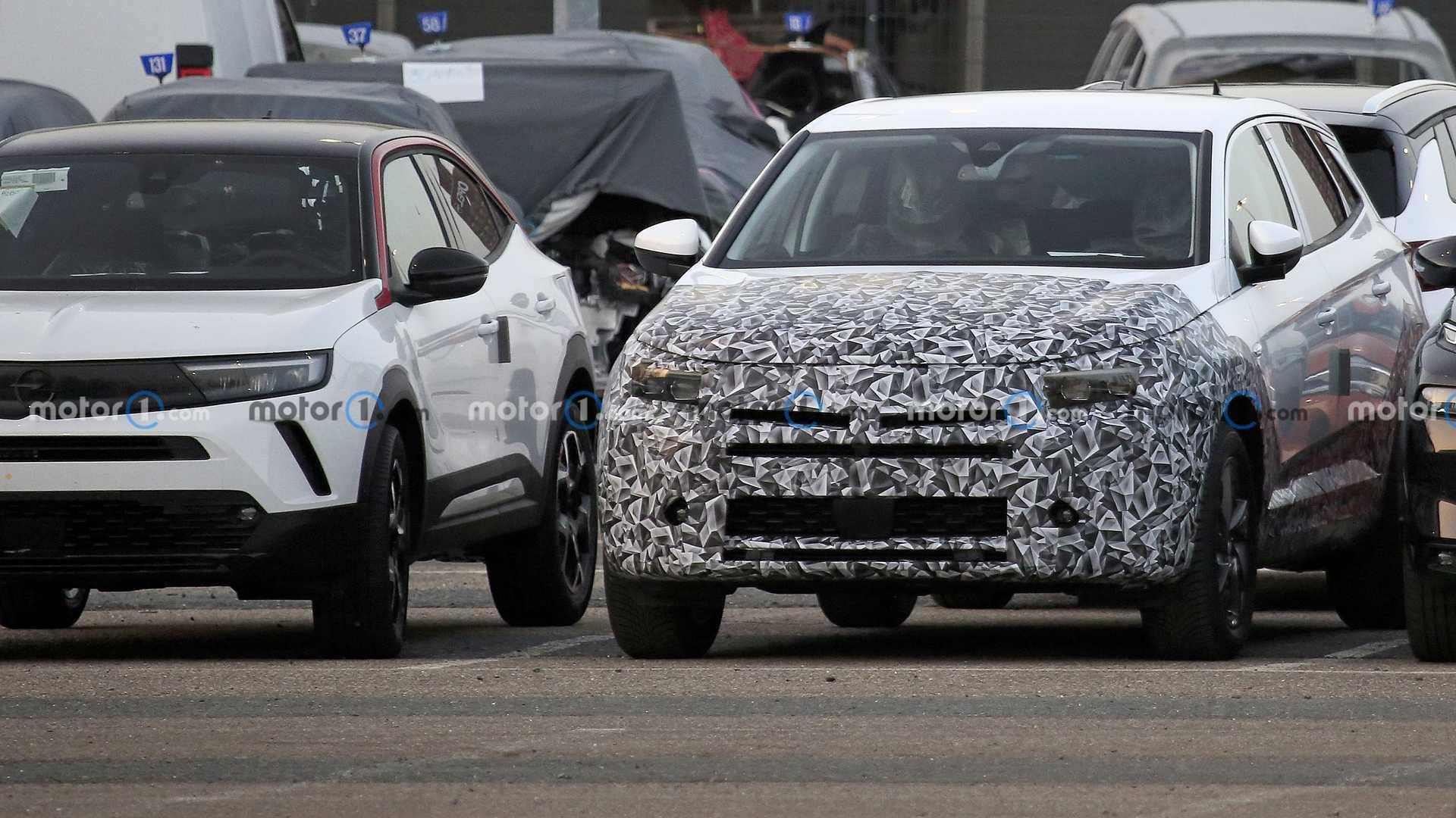 Opel Grandland X, le prime foto spia del restyling