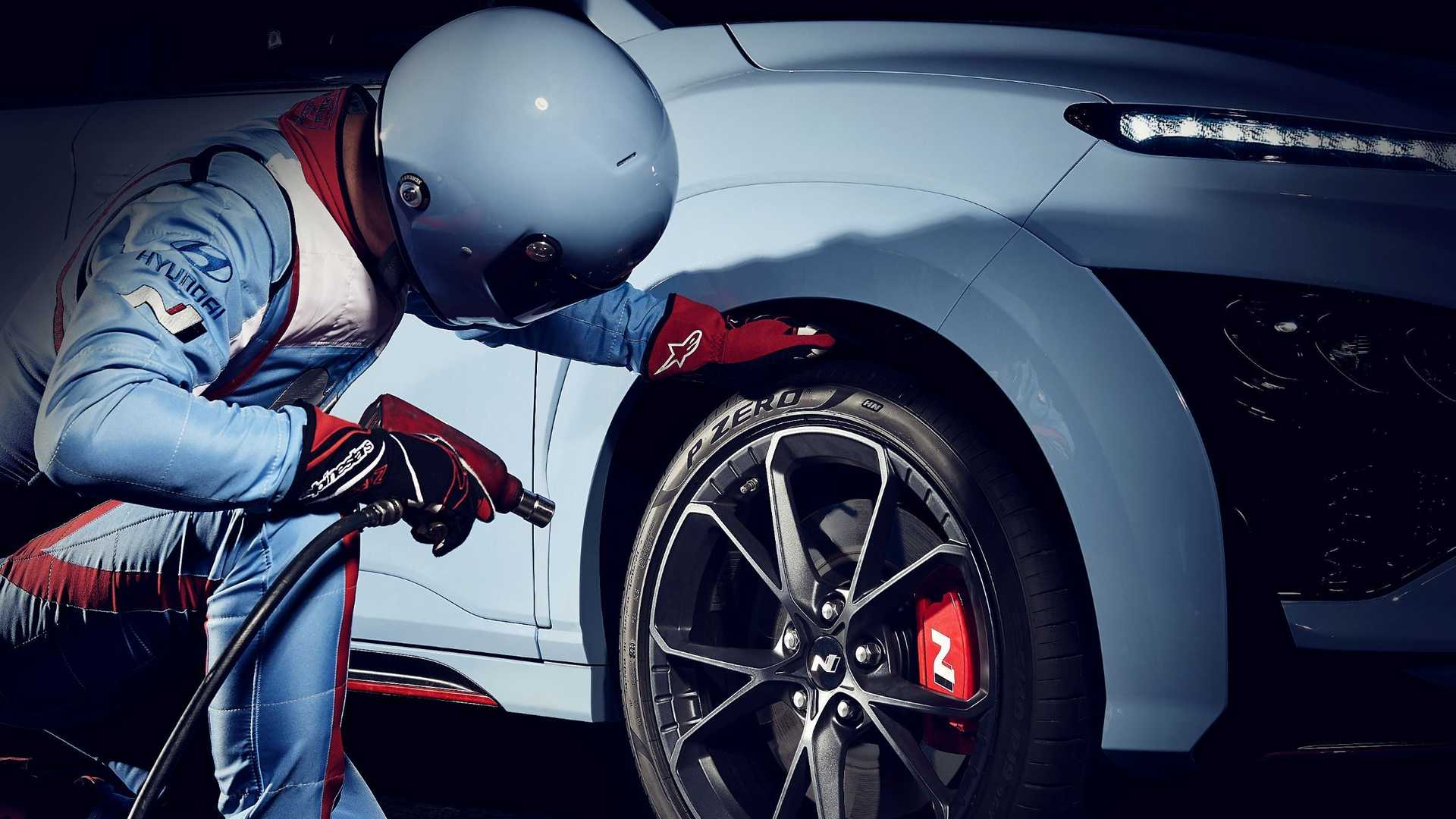 Hyundai Kona N, debutto fissato per il 27 aprile