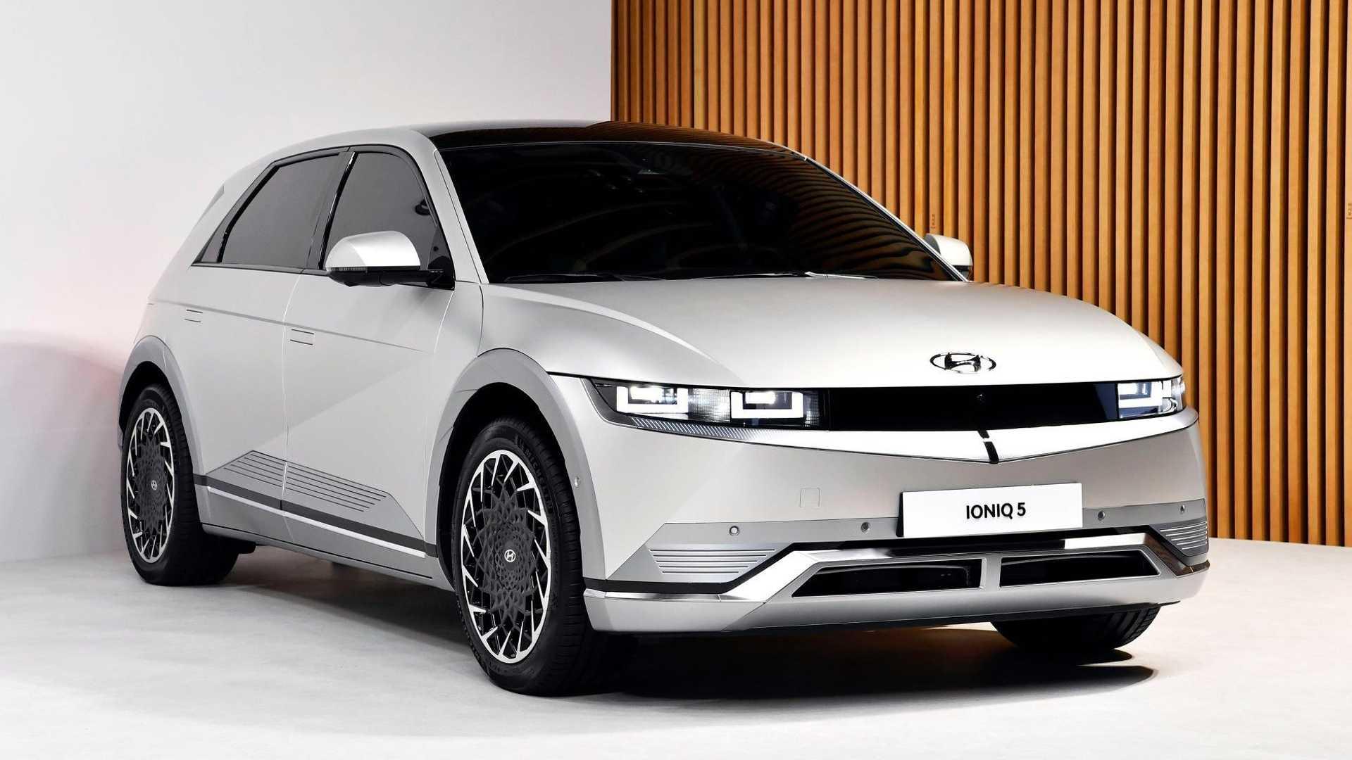 Hyundai Ioniq, prezzi, dotazioni, motori, autonomia elettrica