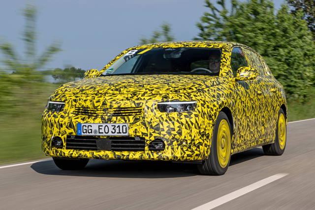 Nuova Opel Astra: alla guida dei prototipi