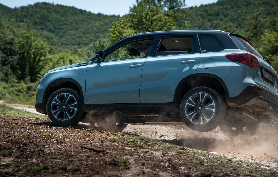 Suzuki Vitara Hybrid e S-Cross, ora librido è anche