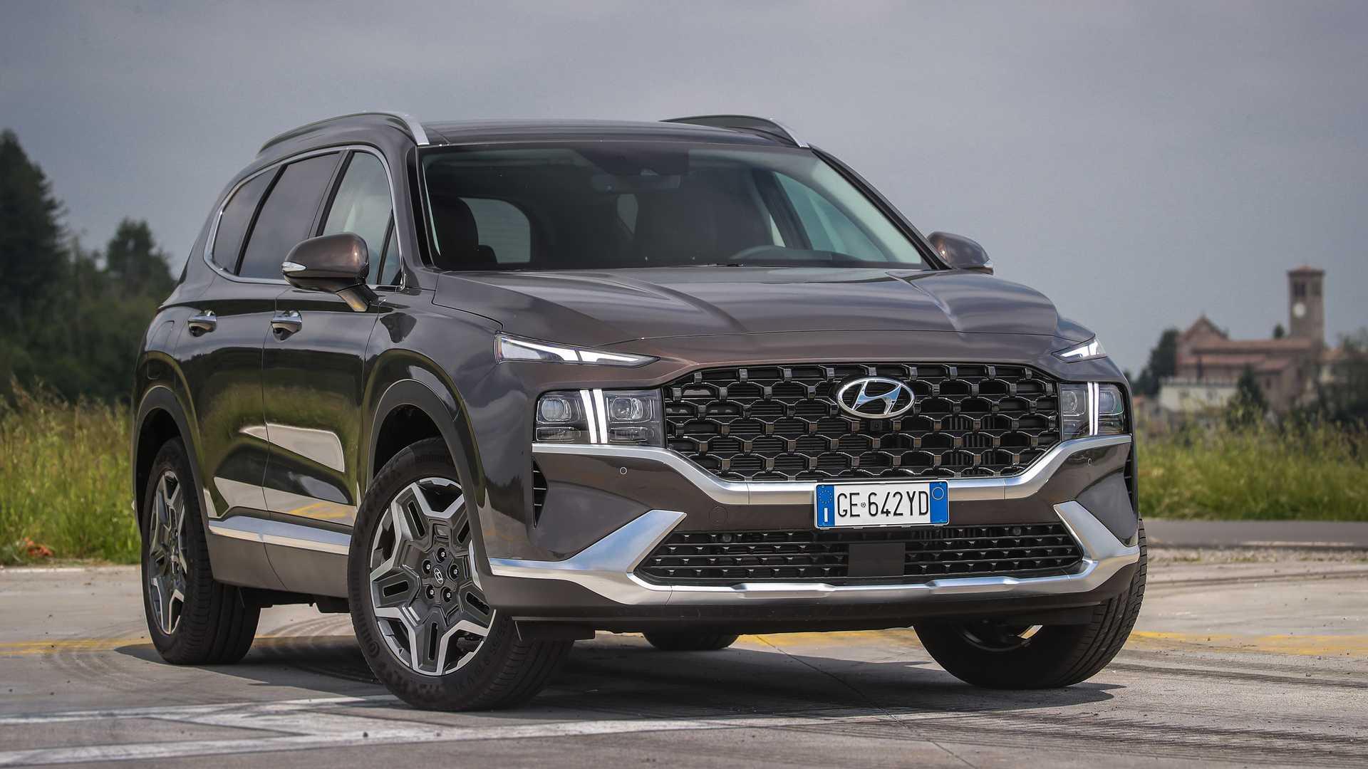 Hyundai Santa Fe, prezzi e dotazione dell'ibrida plug-in