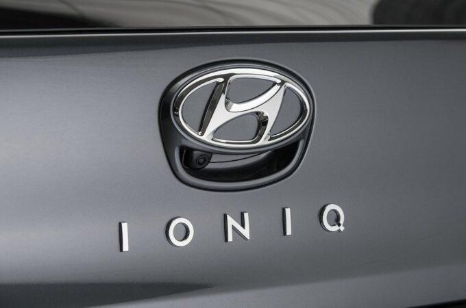 Hyundai, possibile l'estensione della gamma Ioniq alle compatte: Schemera, elettriche