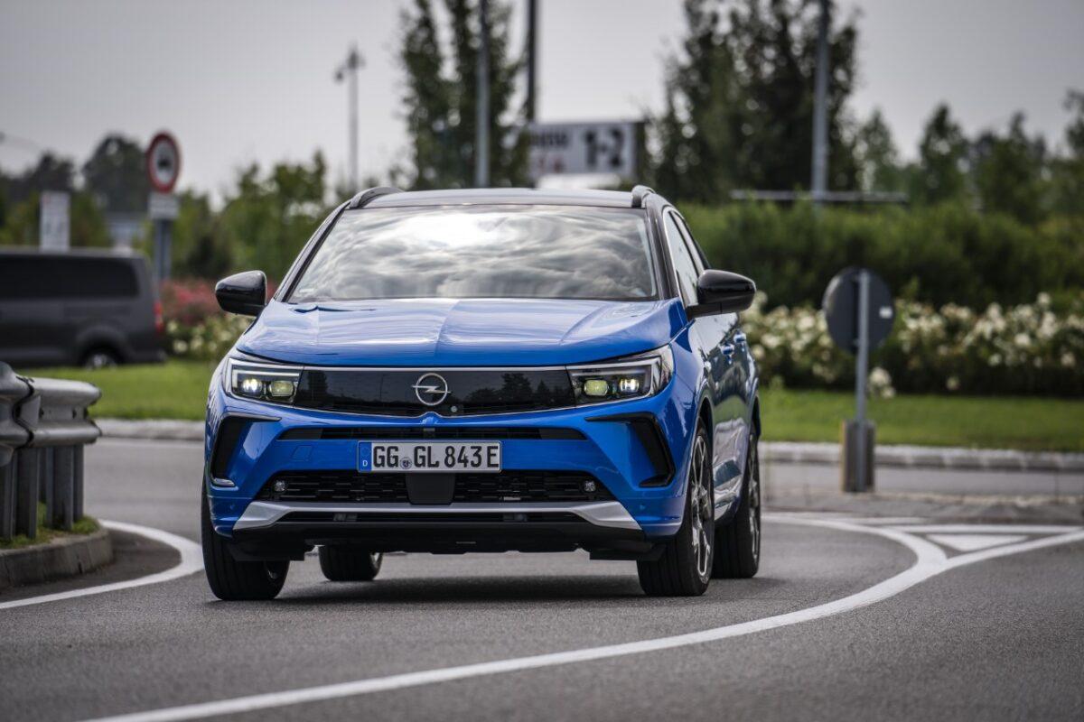 Opel: lo stabilimento di Eisenach chiuso per la crisi dei chip
