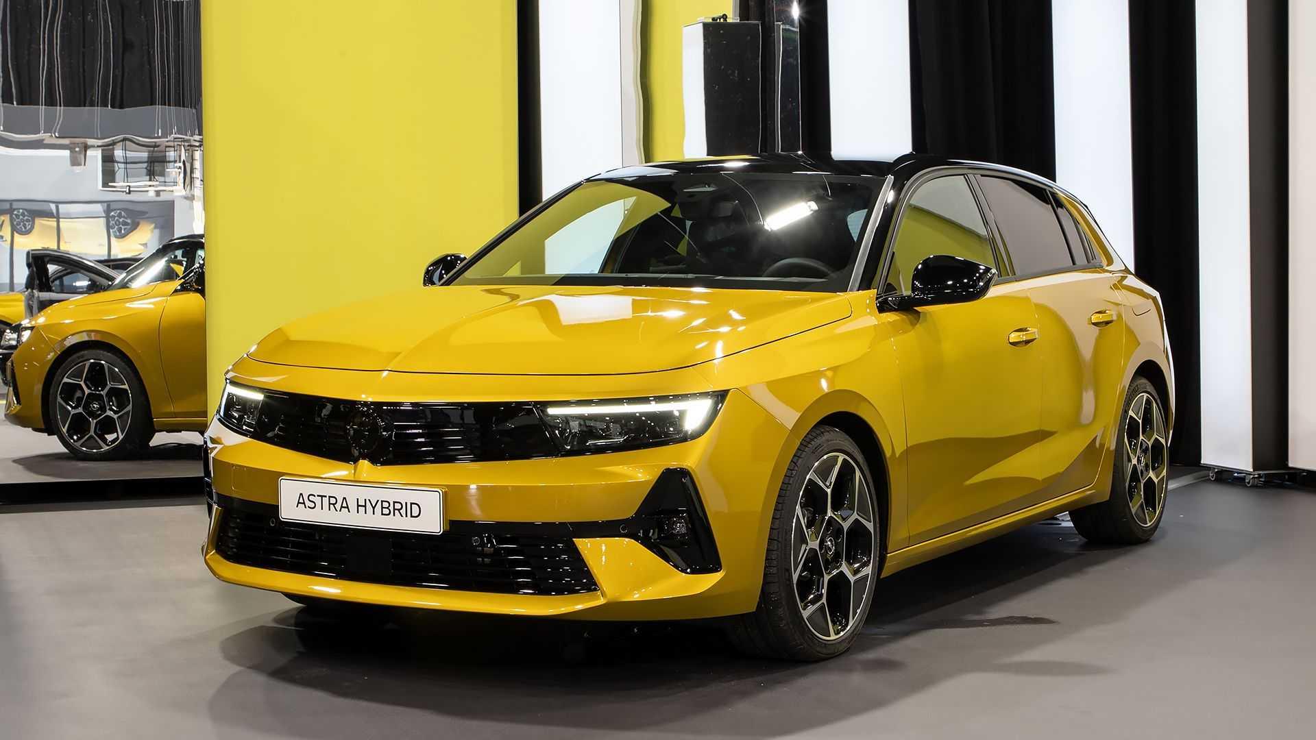 Nuova Opel Astra, prezzi, elettrica, motore plug-in, interni