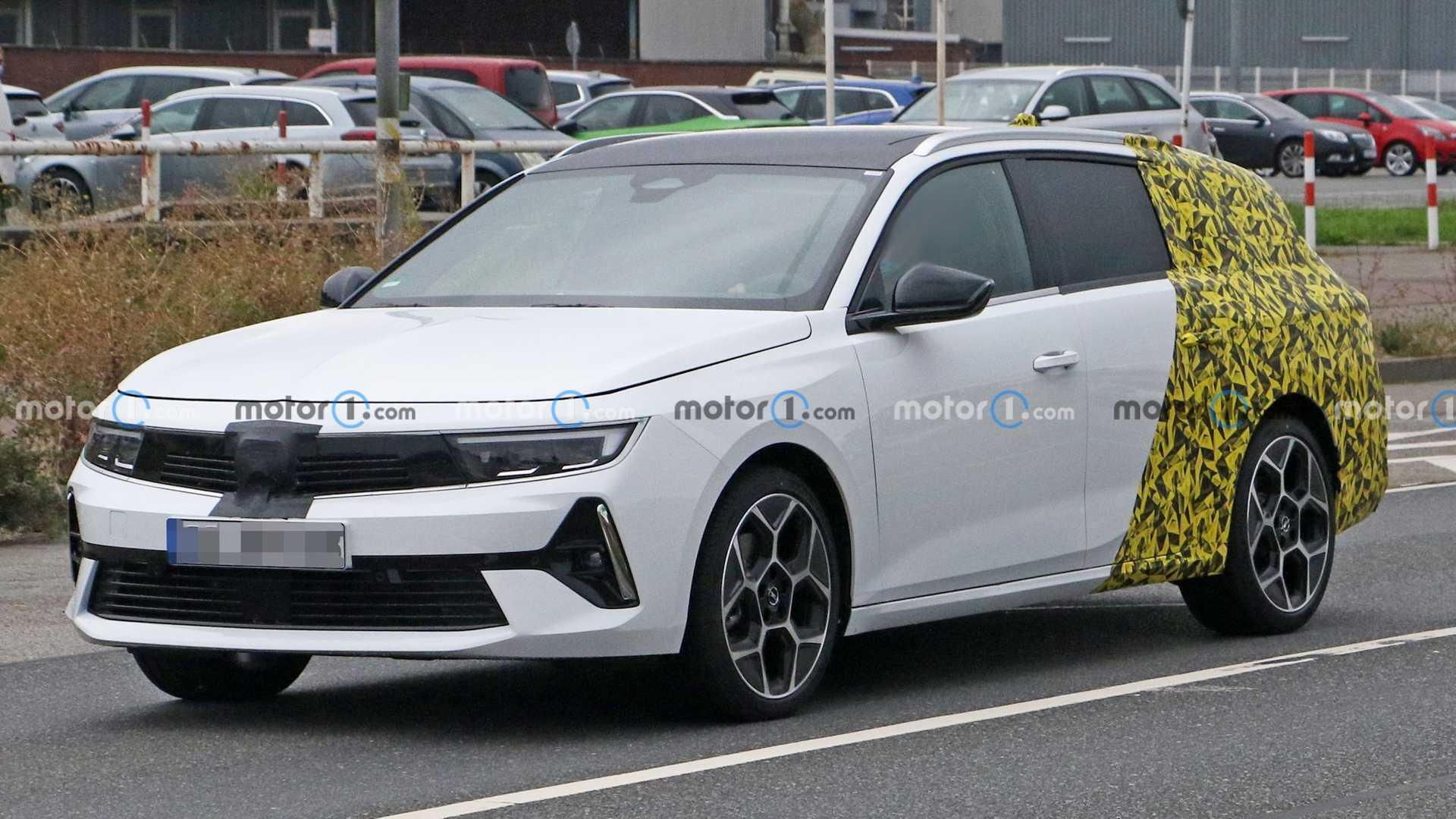 Opel Astra Sports Tourer, le prime foto spia della familiare